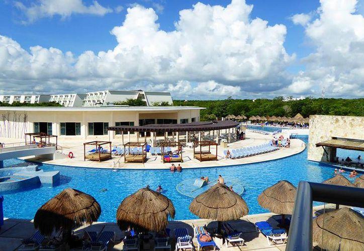 Se autoevaluó y obtuvo de la Secretaría Federal de Turismo la categoría cinco estrellas. (Facebook:Grand Sirenis Riviera Maya Resort & Spa)