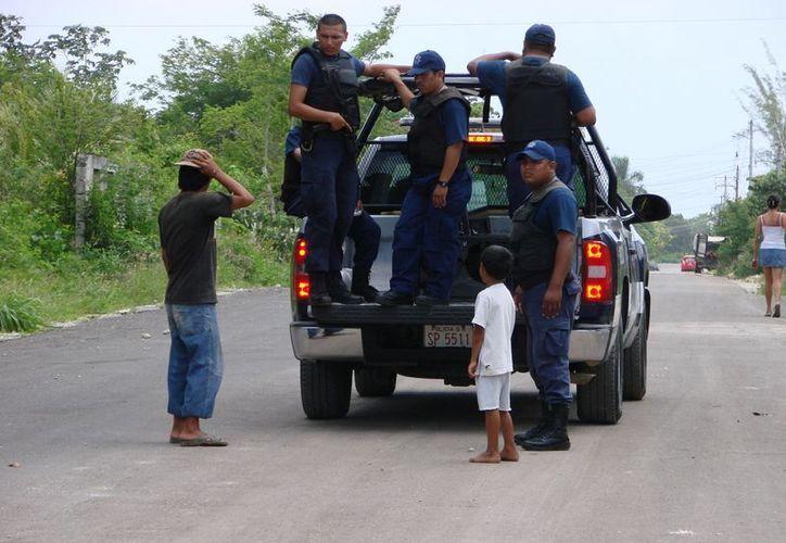 Pese a los riesgos que enfrentan la autoridad no valora el desempeño de los policías. (Manuel Salazar/SIPSE)