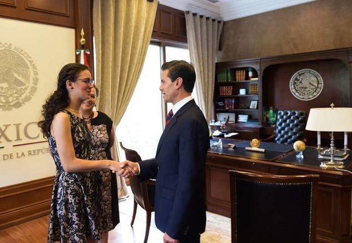 Peña Nieto dijo que fue un honor recibir a #LadyMatemáticas el martes en la Residencia Oficial de Los Pinos. (Presidencia)
