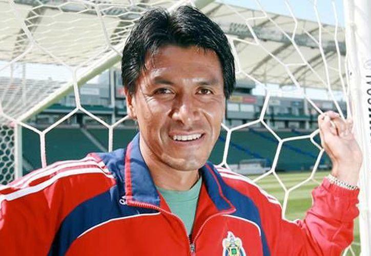 Claudio Suárez es considerado uno de los mejores defensas en la historia del futbol mexicano.(Notimex)