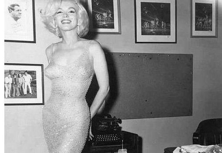 Marilyn Monroe utilizó el vestido sin ropa interior, en la celebración del 45 aniversario de John Kennedy en el Madison Square Garden de Nueva York.(Archivo/AP)