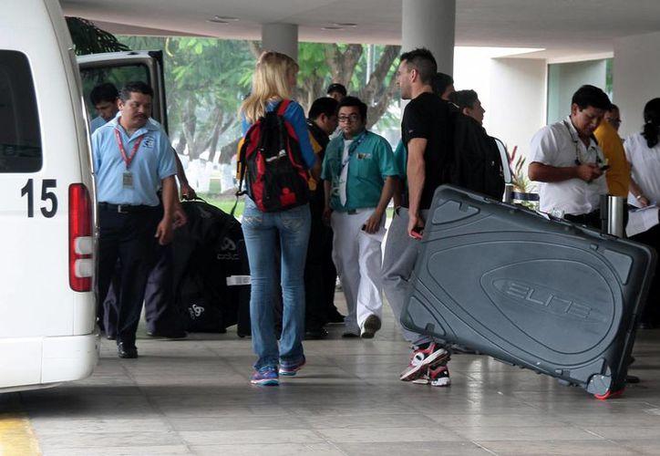 De enero a noviembre de este año se han movilizado a más de 47 mil turistas en el aeropuerto. (Julián Miranda/SIPSE)