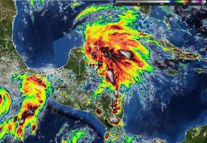 La zona de inestabilidad tiene un 40% de probabilidad de convertirse en un ciclón tropical en las próximas horas. (Foto/Internet)