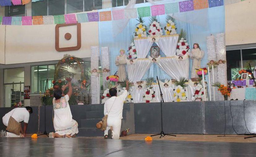 """En la celebración, recrearán la danza de """"huehues"""", bajo el acompañamiento de los talleres de danza folclórica infantil y juvenil. (Faride Cetina/SIPSE)"""