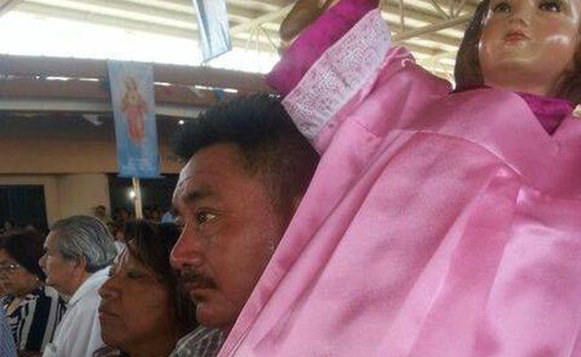 Miles de fieles abarrotaron este domingo la parroquia de Cristo Rey, en Pacabtún. (SIPSE)
