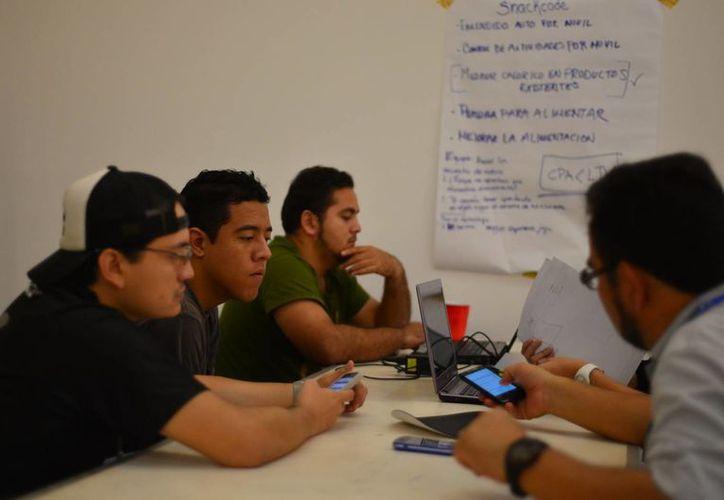 Participantes en el Startup Weekend, en la Coparmex. (Milenio Novedades)