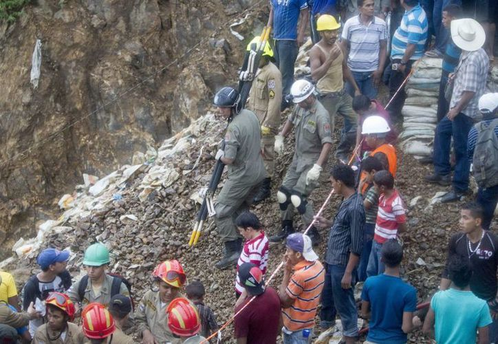 De la mina pudieron ser rescatados con vida tres trabajadores. (EFE)