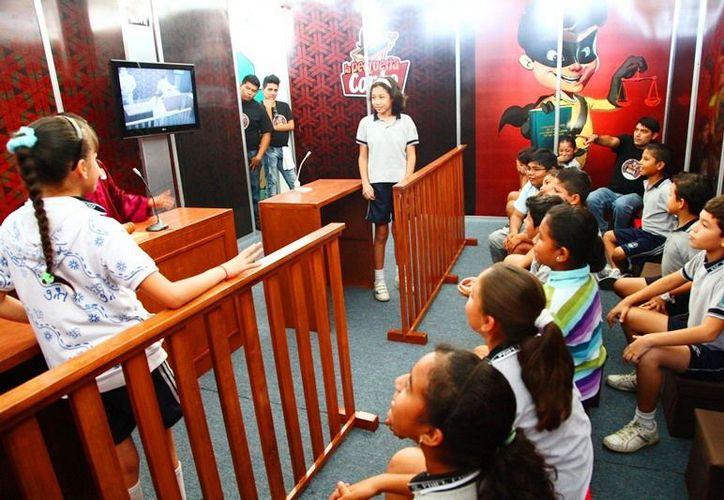 Los pequeños han respondido favorablemente a las actividades del Poder Judicial. El programa incluye la recreación de un juicio oral. (Redacción/SIPSE)