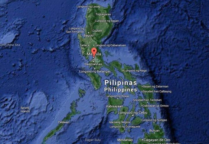 Algunos empleados de la bodega de la ciudad de Pasay lograron salir antes de que fuera alcanzada por las llamas. (Google Maps)