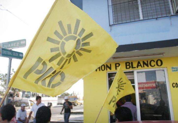 El candidato del PRD Víctor Gamero encabezó una caravana vehicular por las principales calles de Chetumal. (Harold Alcocer/SIPSE)
