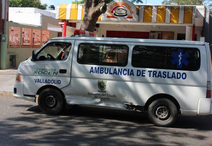 Esta es la ambulancia de Xocen que recibió el impacto de un Mitsubichi en la avenida Itzáes. El choque dejó 5 lesionados. (Milenio Novedades)