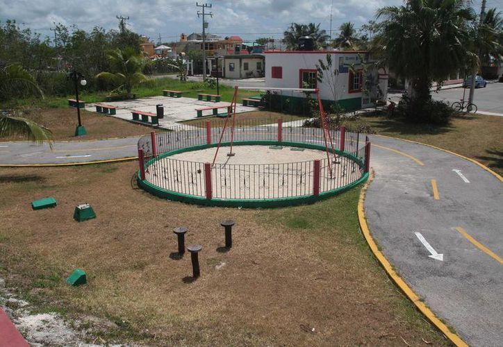 En la colonia Flamingos hay un parque que reproduce un circuito vial, pero actualmente está abandonado.  (Julian Miranda/SIPSE)
