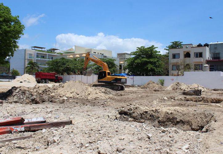 Construyen plaza comercial en Playa del Carmen. (Foto: Adrián Barreto)