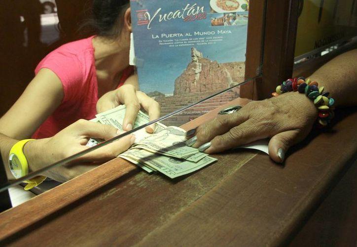 Debido a que el dólar está por los aires en Yucatán los industriales decidieron blindarse. (Jorge Acosta/SIPSE)