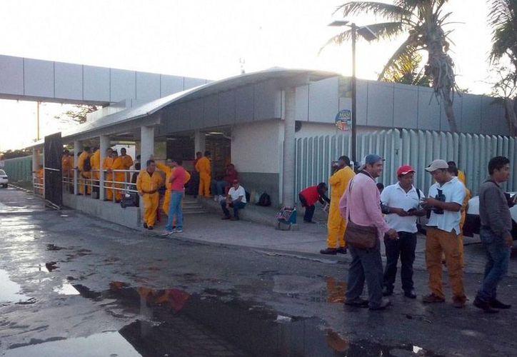 La PGR abrió una investigación para deslindar responsabilidades en el incendio de la plataforma Abkatun de Pemex, en la Sonda de Campeche. La imagen es de contexto. (Novedades Campeche)