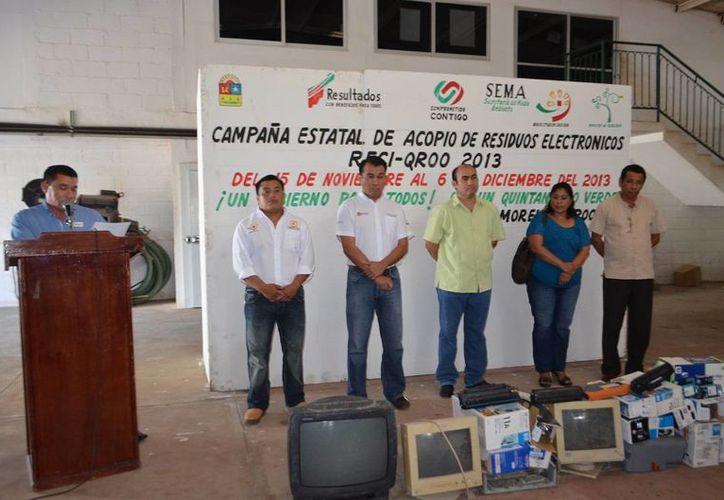 Autoridades municipales estuvieron presentes en el evento que se realizó en el Mercado Inteligente del Productor. (Cortesía/SIPSE)