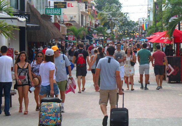 Los turistas norteamericanos pueden pasear con tranquilidad en los destinos de Quintana Roo. (Redacción/SIPSE)