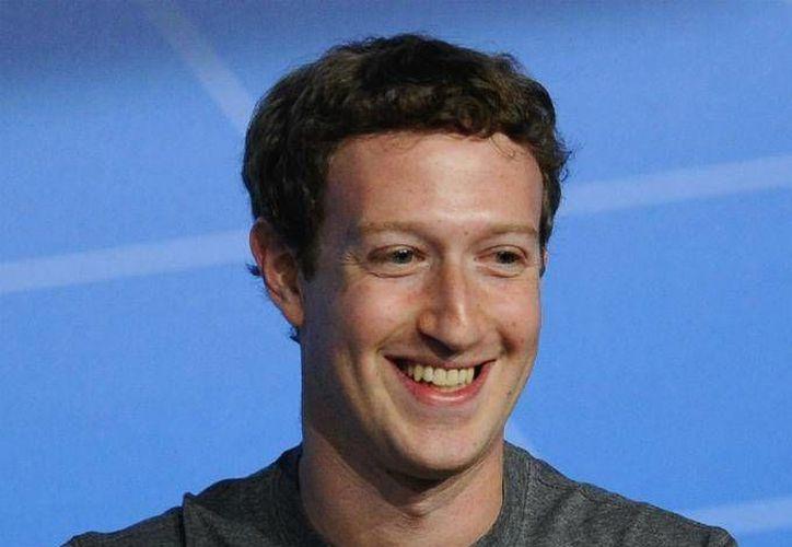 La red social Facebook reportó mil 860 millones de usuarios activos al mes. En la foto, Mark Zuckerberg, titular de Facebook. (Foto de archivo tomada de dineroenimagen.com)