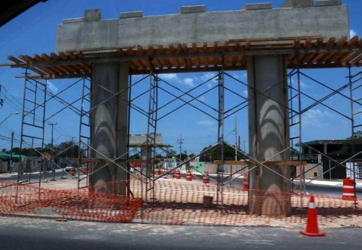Debido a que en lo que va del año ya han muerto seis trabajadores de la construcción, la Secretaría del Trabajo prepara un acuerdo con los 106 ayuntamientos de Yucatán para entregar licencias, siempre y cuando haya capacitación de empleados. (Foto de contexto de Milenio Novedades)