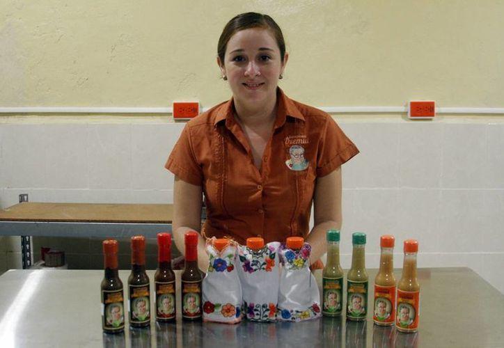 Isabel Guadalupe Espinosa encontró en una salsa los ingredientes para aprender emprendiendo. (César González/SIPSE)