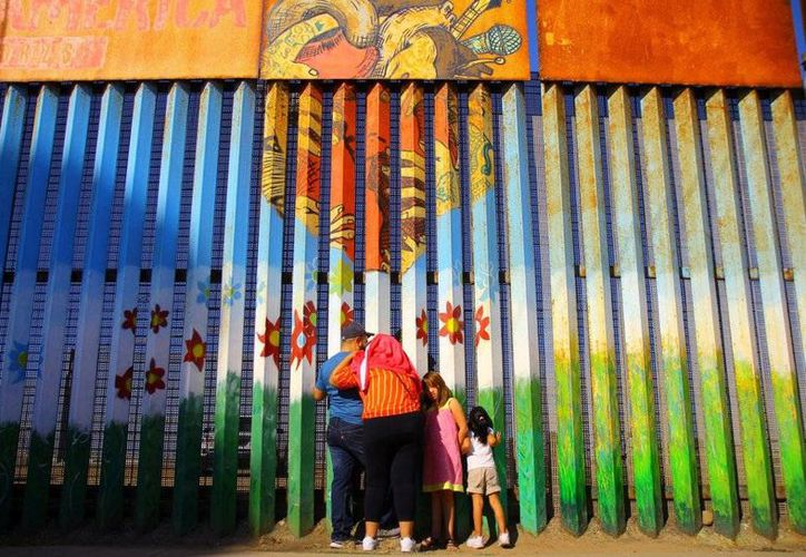 La frontera entre ambos países adquirió un constante protagonismo durante la campaña por la presidencia de los Estados Unidos, especialmente por el interés de Donald Trump en construir un muro divisorio que, en algunas partes de California y Arizona, ya existe. (Reuters)