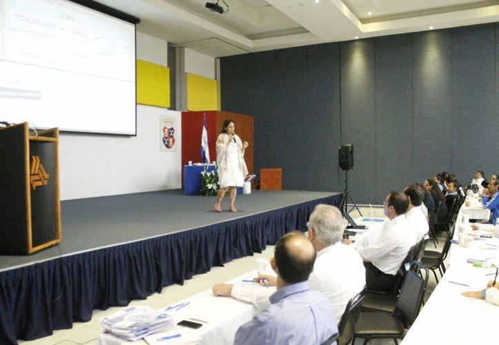 Los profesores durante el II Congreso de Pastoral Educativa. (Jesús Tijerina/SIPSE)