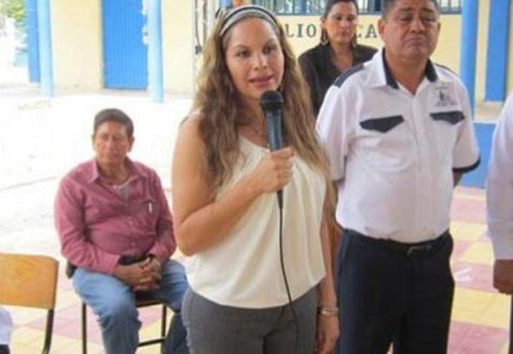La alcaldesa de Parácuaro, Lucila Barajas Vázquez, encabezó este lunes una manifestación. (Milenio)