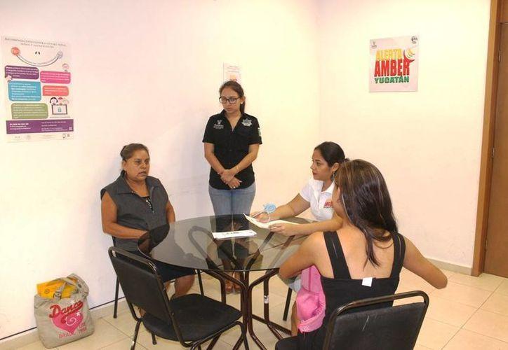 Una joven poblana que conoció a un muchacho de Yucatán por internet, se vino a vivir con él sin permiso, pero finalmente fue localizada y entregada a sus padres. (Foto cortesía del Gobierno estatal)