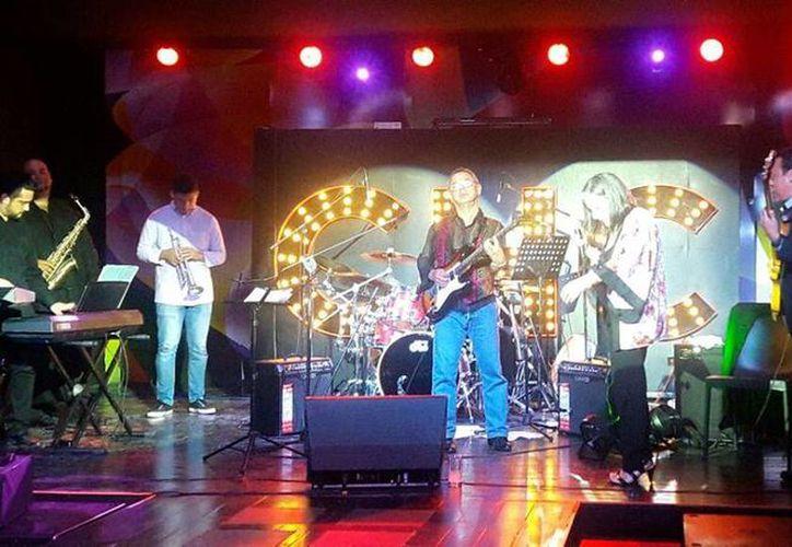 """El guitarrista y compositor Roberto Arballo """"Betuco"""" ofreció un concierto en el marco del Festival Internacional de Música de Cancún. (Alejandra Flores/SIPSE)"""