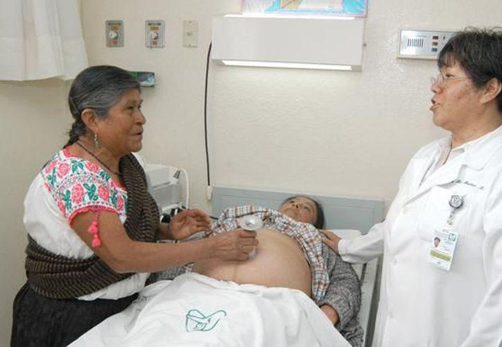 El IMSS ofrecerá capacitación a 41 parteras empíricas en Chetumal. (IMSS)