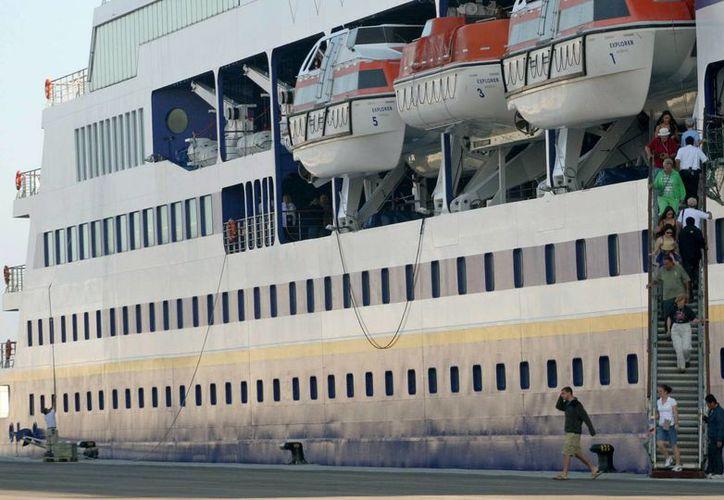 """El proyecto """"Semestre en el Mar"""" hizo diez viajes a Cuba, de 1999 a 2004, para intercambiar cursos y experiencias con profesores y estudiantes de la isla. (EFE/Archivo)"""