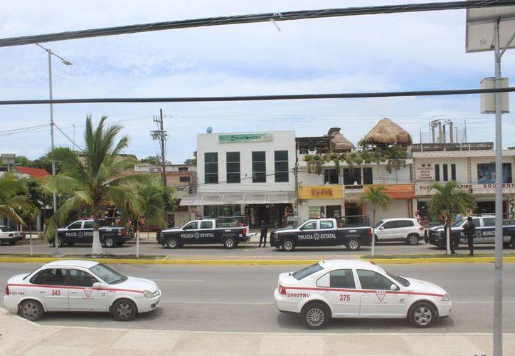 La Policía Estatal y Municipal mantuvo vigilancia frente a las instalaciones del sindicato. (Sara Cauich/SIPSE)