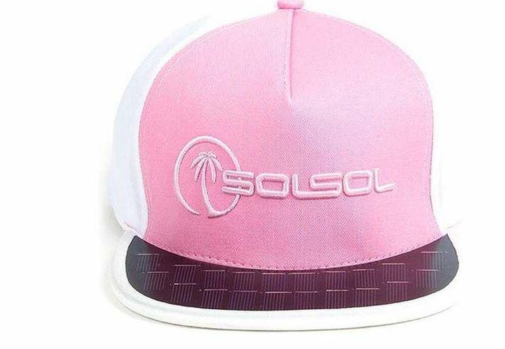 La gorra te permitirá almacenar energía solar para cargar dispositivos. (20minutos.com)
