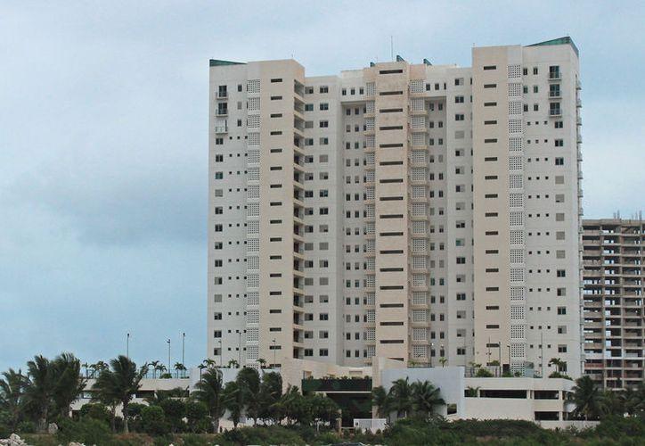 Abogado asegura que la administración de Maioris Tower ha negado el acceso a agentes ministeriales.  (Foto: Jesús Tijerina)