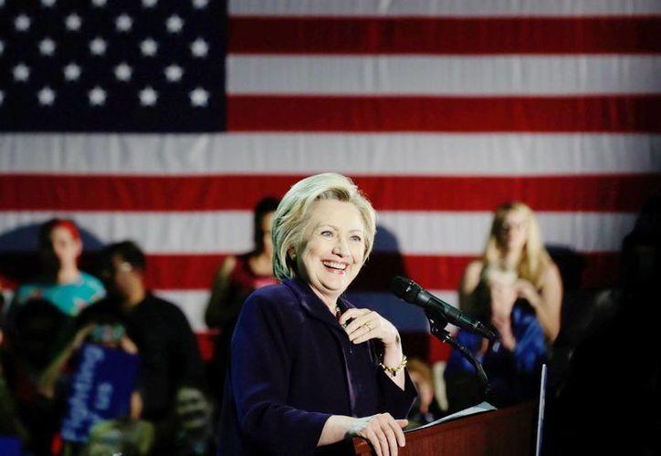 La aspirante a la candidatura presidencial por el partido Demócrata, Hillary Clinton, es popular entre las minorías como los hispanos y los afroamericanos en EU. (EFE/Archivo)