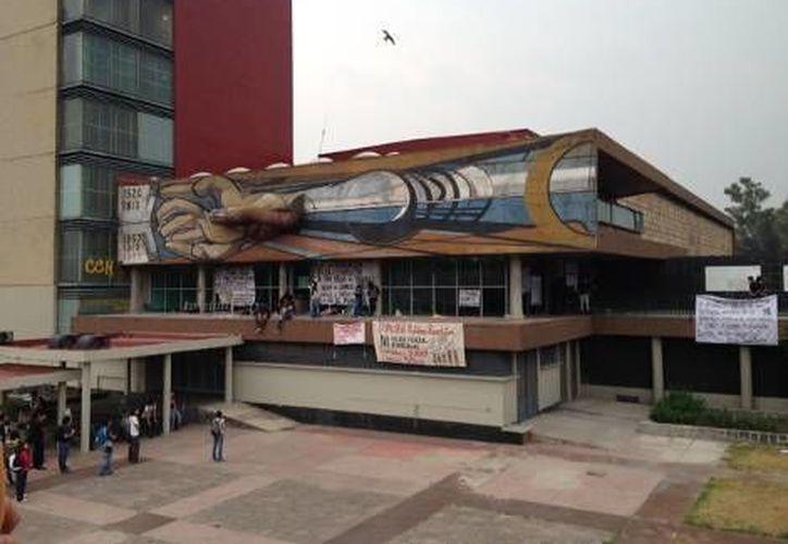Las ventanillas de pago de Ciudad Universitaria, que se ubican a un costado de la rectoría, permanecen cerradas. (Ana Cecilia Méndez/Milenio)
