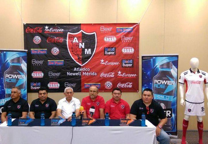 Imagen de la rueda de prensa de la presentación del Atlético Newell Mérida, en conocido hotel de esta ciudad. (Marco Moreno/Milenio Novedades)