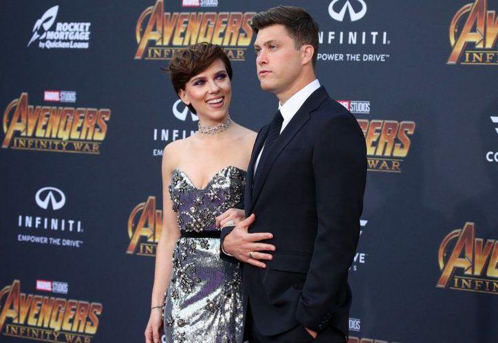 Scarlett estuvo acompañada de su nuevo galán en la premier de 'Infinity War'. (Foto: Metro.co)