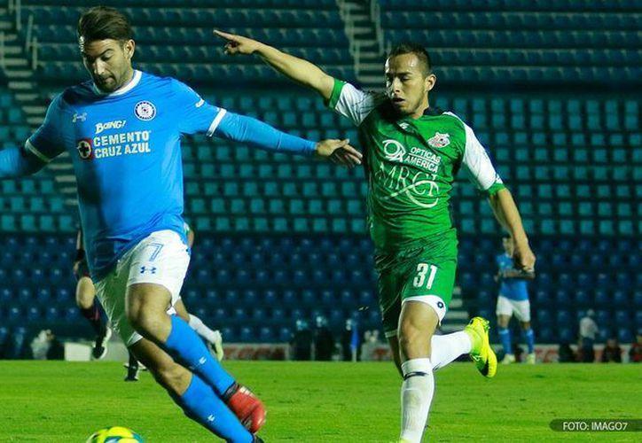 Cruz Azul no supo manejar el 1-0 y terminó 1-1 en casa ante Alebrijes en Copa MX. (IMAGO7.com)