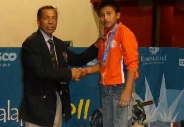 El quintanarroense Johan López se colgó tres medallas plateadas. (Redacción/SIPSE)