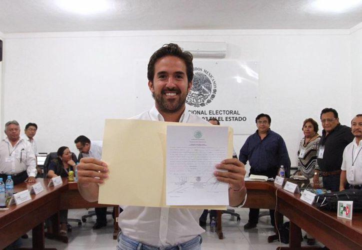 Imagen de Pablo Gamboa Miner tras recibir la constancia de mayoría de votos por parte del INE. (Milenio Novedades)