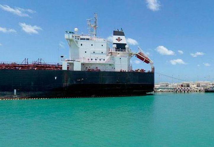 Imagen de contexto de la terminal remota donde hoy se espera la llega del buque Mariano Abasolo, cargado de más de 16,000 litros de combustibles. (Óscar Pérez/SIPSE)