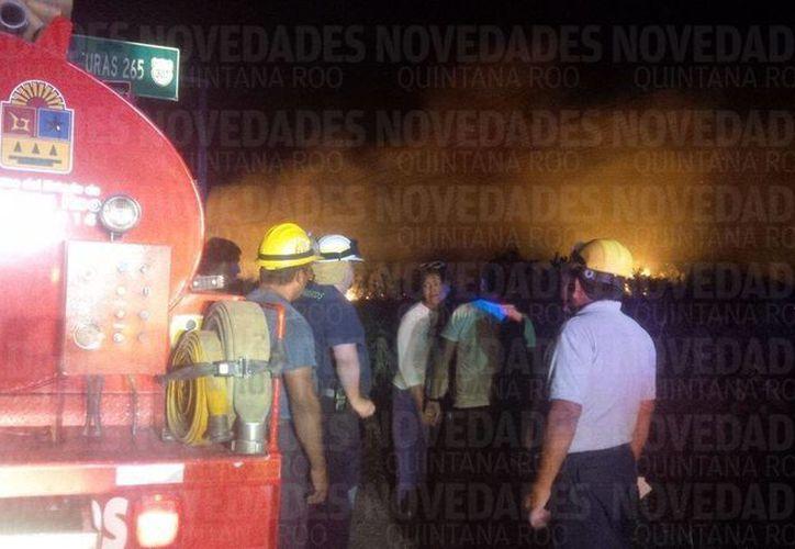 El incendio se acercó peligrosamente a las casas del Pueblo Mágico. (Eddy Bonilla/ SIPSE)