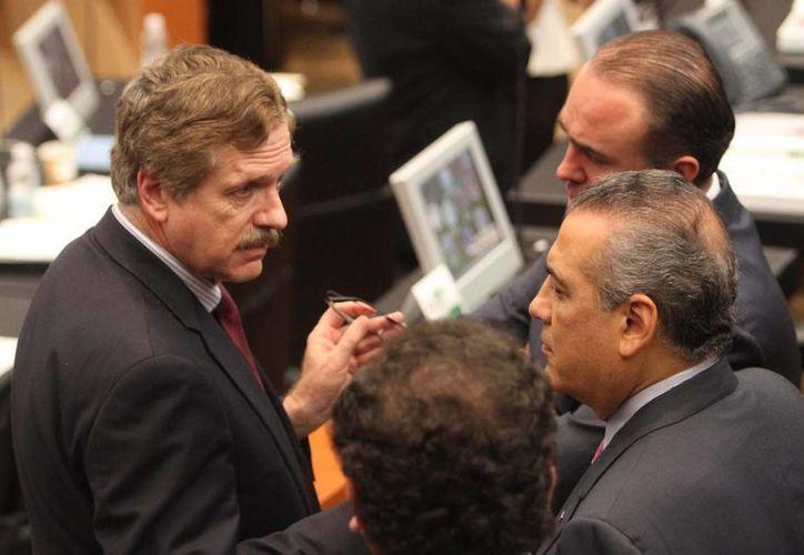 Los senadores están convocados este sábado para analizar el segundo paquete de dictámenes. (Notimex)