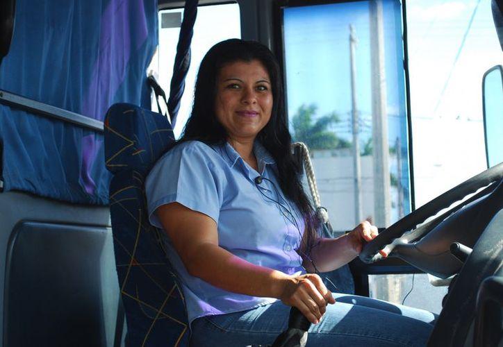 Los problemas de columna entre los trabajadores del volante es el común denominador. (Tomás Álvarez/SIPSE)