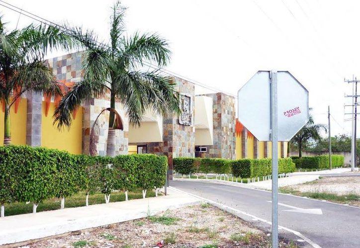 Esta es la fachada del motel en Mérida donde una mujer fue rescatada tras ser víctima de secuestro. Los dos coacusados en el caso enfrentan actualmente un juicio oral. (Milenio Novedades)