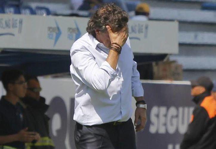 El técnico argentino, Rubén Omar Romano, dejó de ser técnico del equipo de Tijuana, tras la derrota de este viernes contra el América, 0-2. (Archivo de Notimex)