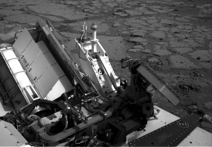 """El """"Curiosity"""" en una depresión llamada  """"Yellowknife Bay."""" La foto corresponde al 12 de diciembre de este año. (Agencias)"""