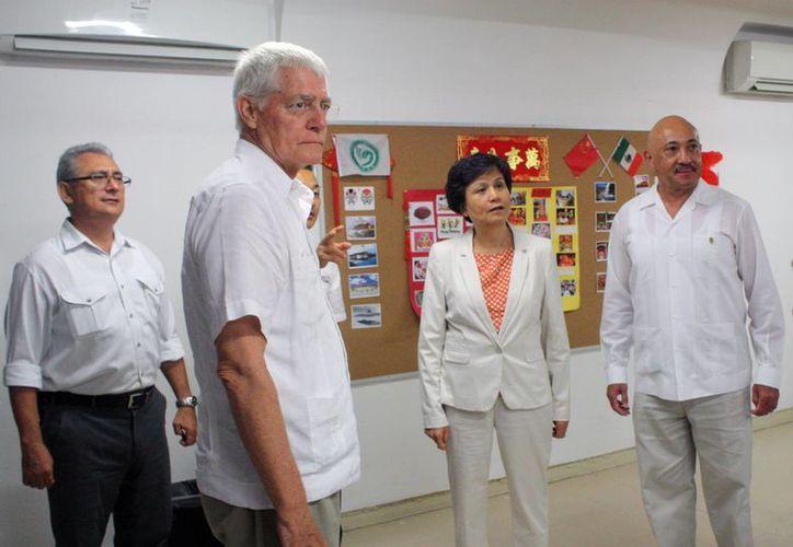 La viceministra de la República Popular China, Xu Lin, visitó el Instituto Confucio, que alberga la Uady, para constatar los avances de la enseñanza del idioma chino mandarín en Yucatán. (Cortesía)