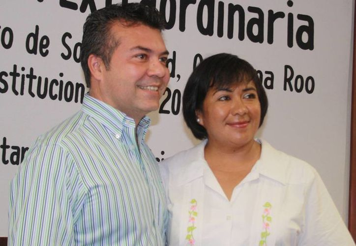 El alcalde y la nueva delegada Olivia Zamudio Escobar. (Octavio Martínez/SIPSE)
